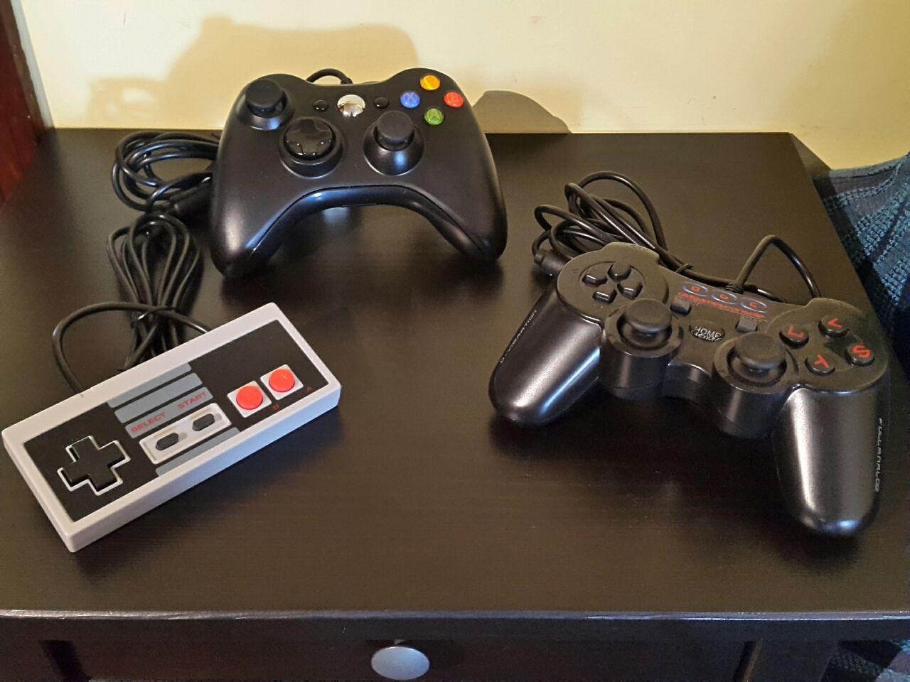 mini console da gioco retr/ò a 8 bit 4 tasti classica console videogiochi 2 controller per giochi palmari uscita AV 620 Console di gioco retr/ò
